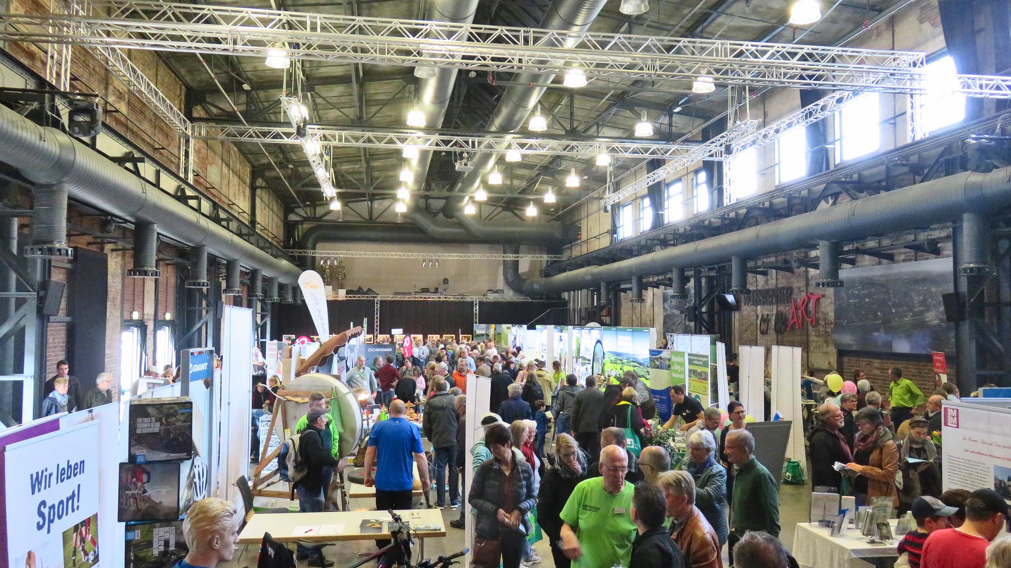 """Mit """"Erlebnis Natur"""" zog die Outdoormesse der Naturregion Sieg viele Besucher an"""