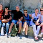 Glückliche Wandergruppe in Südfrankreich
