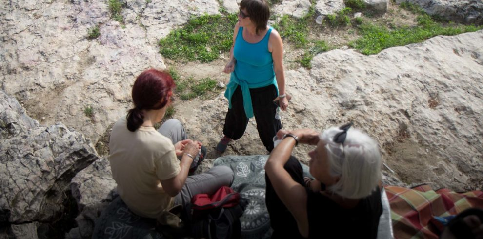 3 Frauen beim Picknick am Pont du Gard