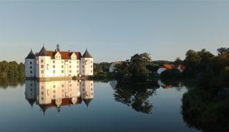 Glücksburg Burg im See