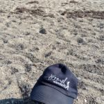 Haralds Mütze am Strand, Schriftzug Hamel wandert